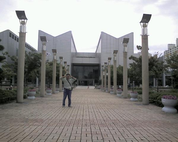 シリッミスルガン(<br />  市立美術館)